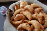 新鲜出炉的健康面包早餐