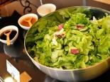 有机蔬菜沙拉和特色沙拉酱